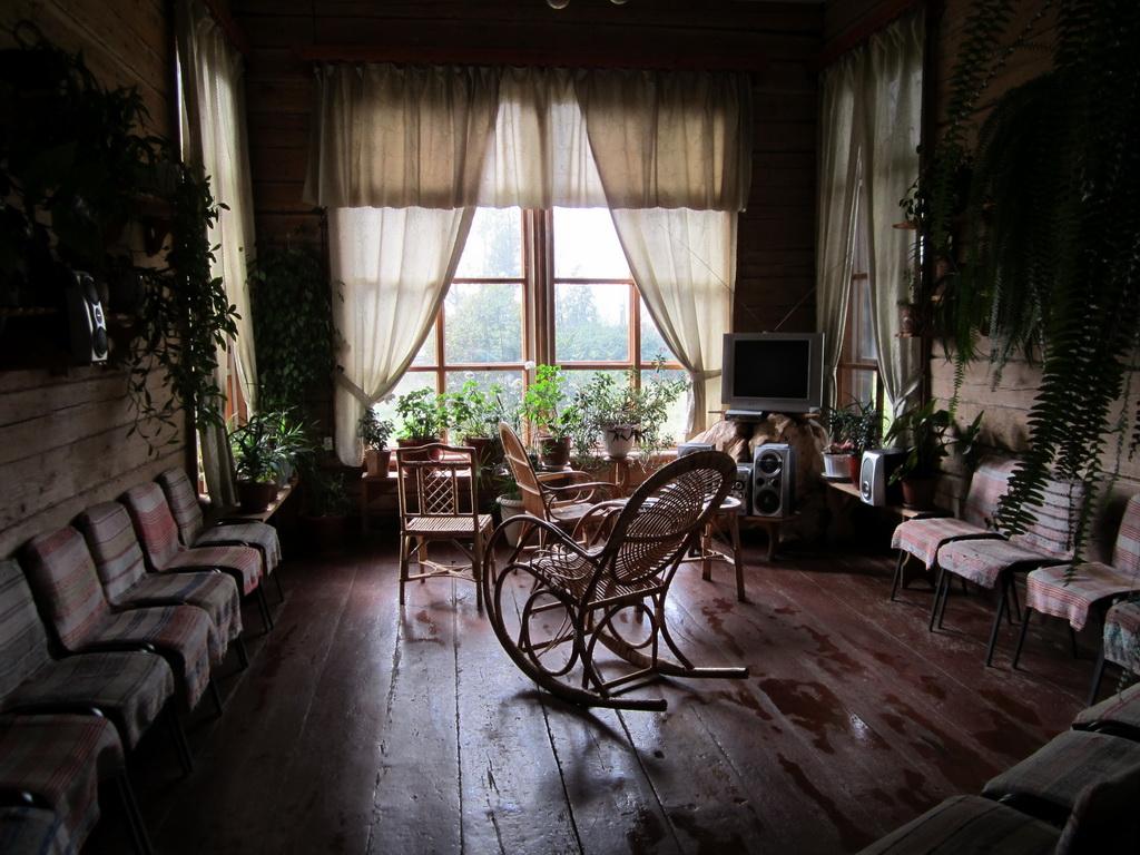 Комната отдыха на базе - здесь можно отдохнуть и посмотреть телевизор
