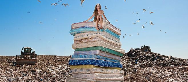 Падшие принцессы на снимках Дины Голдштейн (Dina Goldstein)